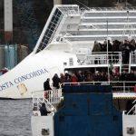 Sobrevivientes al naufragio del Costa Concordia y familiares de las víctimas recordaron a parientes y amigos que murieron en el accidente. Foto/ AP