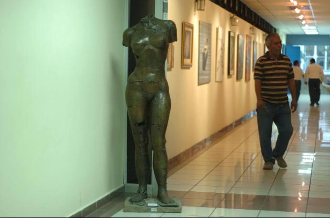 """La Unidad de Cultura de la Asamblea ha adquirido piezas de escultura y pinturas de artistas nacionales. Directivos del Congreso han dicho que los gastos son """"modestos"""" y que la intención es apoyar al arte y la cultura del país. foto EDH"""