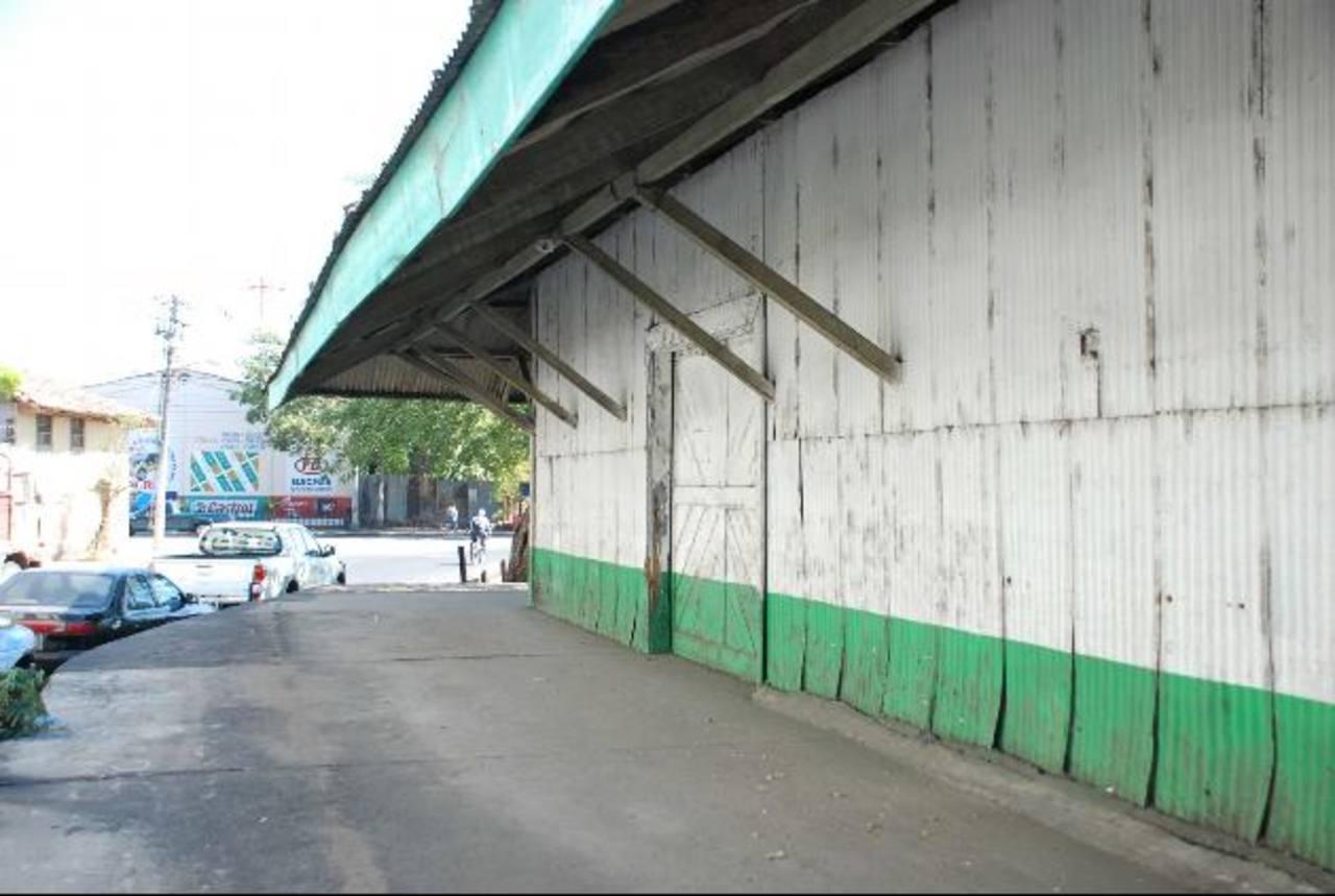 La sede de Ciudad Mujer será construida en la vieja estación de trenes de Fenadesal. foto EDH / archivo