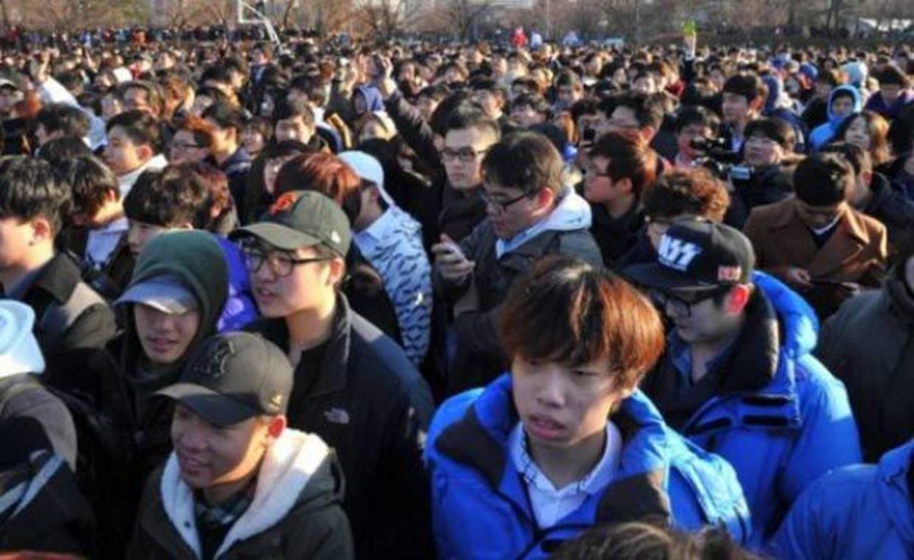 Al supuesto encuentro para hallar el amor llegaron miles de hombres y casi ninguna mujer. FOTO EDH