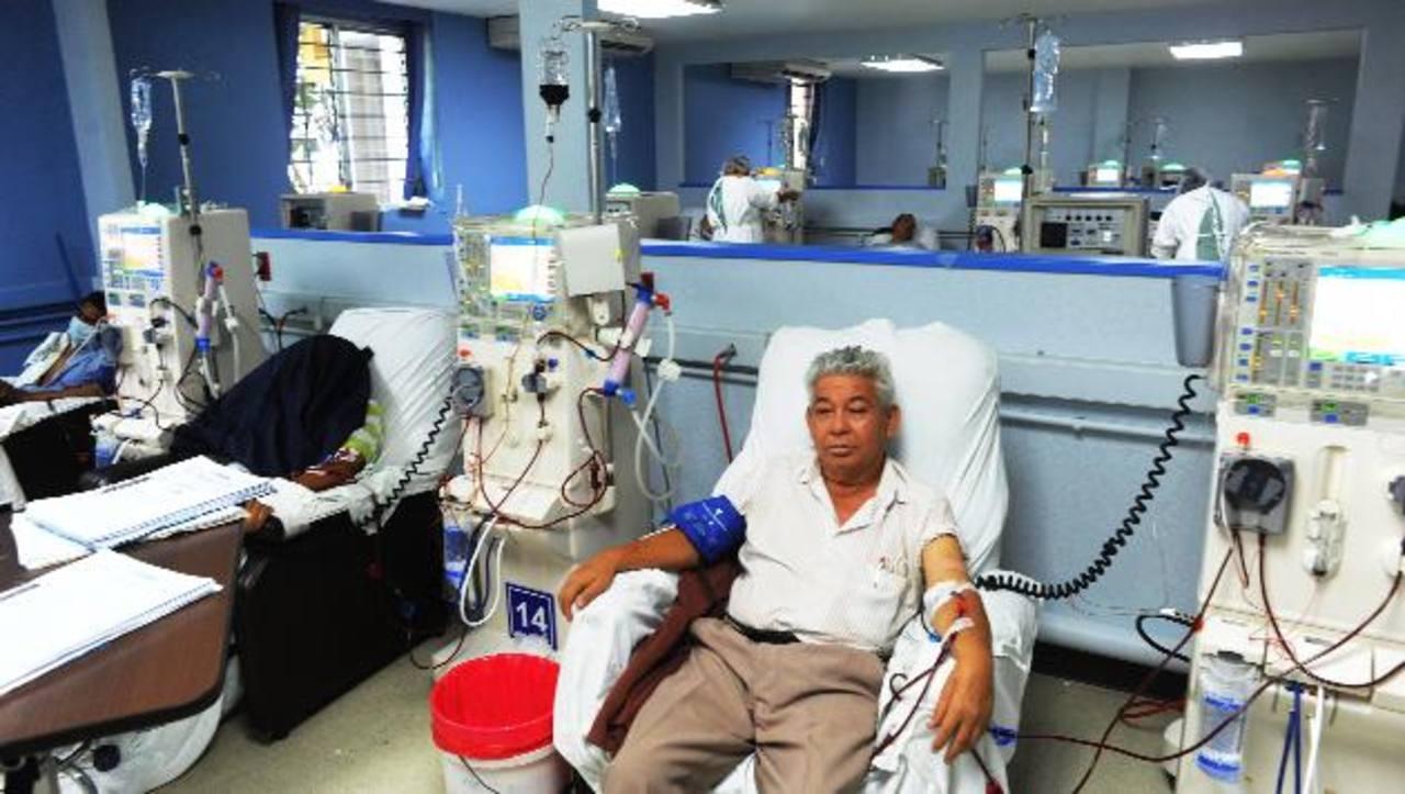 En el hospital Rosales hay unos 700 pacientes con daño renal en tratamiento sustitutivo.