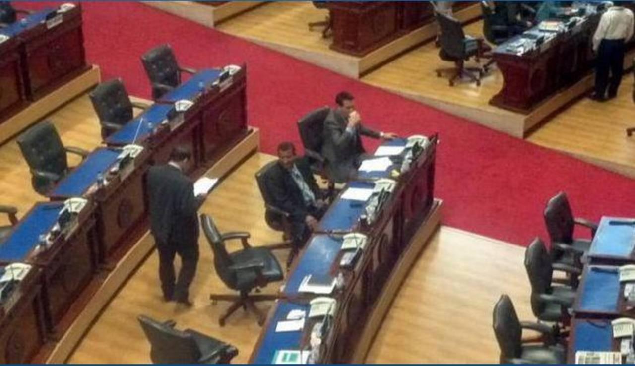 A los diputados disidentes se les reasignaron curules dentro del pleno tras votar en contra del partido. FOTO EDH /ARCHIVO
