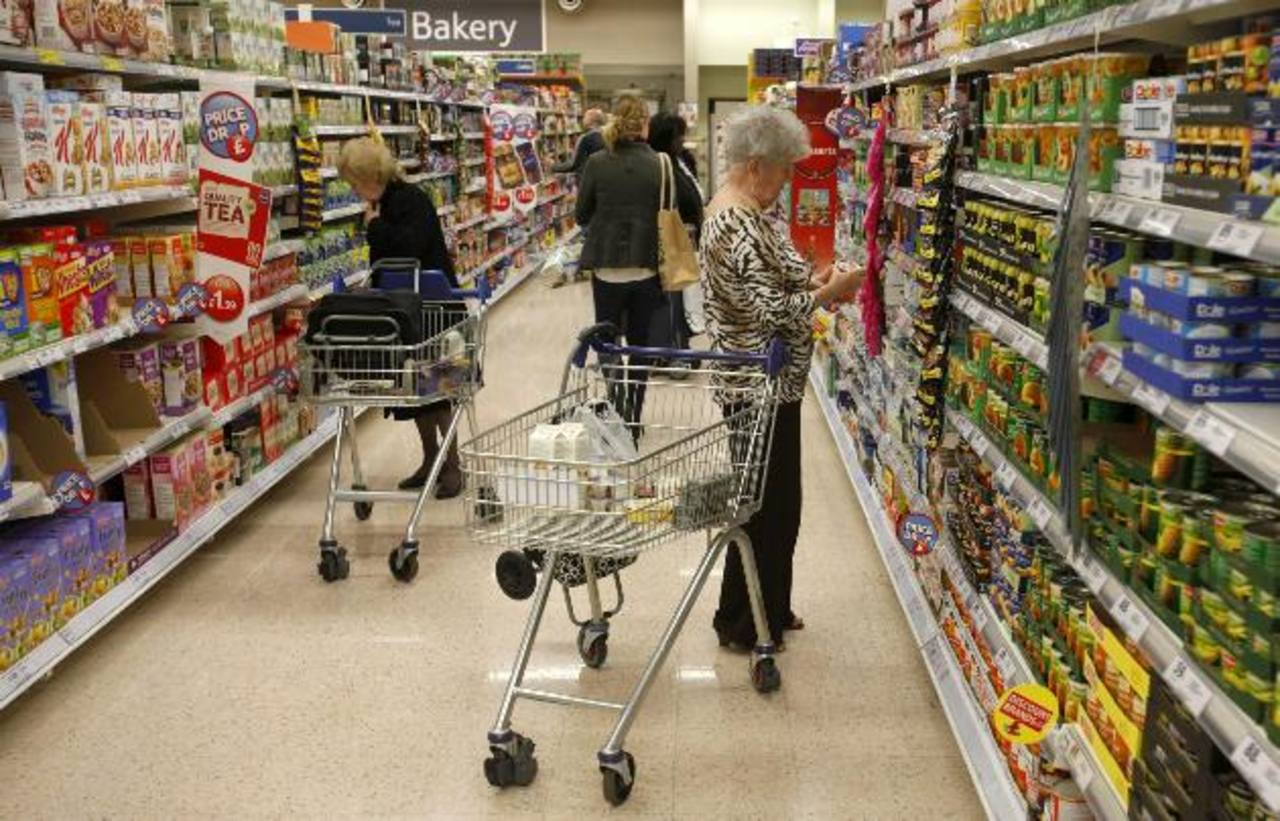 Los consumidores mantienen sus temores sobre el desempeño económico mundial y han optado por gastar más lentamente, afectando así la recuperación mundial. foto edh /ARCHIVO