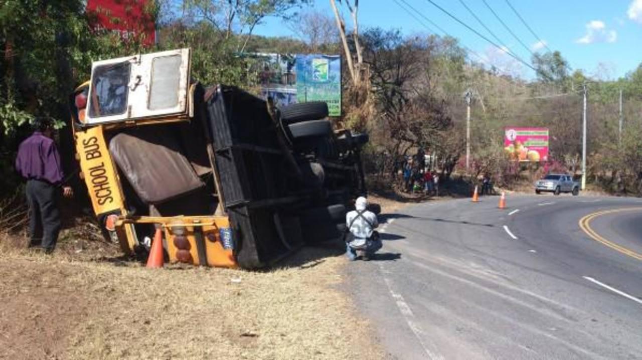 Los heridos fueron trasladados por Cruz Roja al hospital San Rafael de Santa Tecla. FOTO EDH Angela Castro