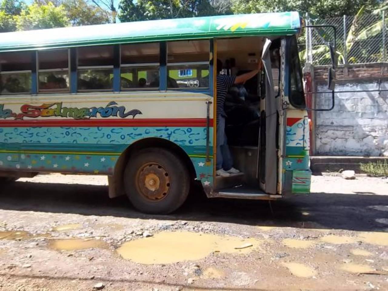 Los transportistas son de los que más se quejan y sufren daño por el deterioro de la calle.