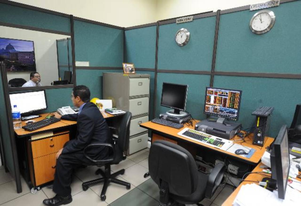 Fisdl compró equipo informático a través Bolpros. Foto EDH/archivo
