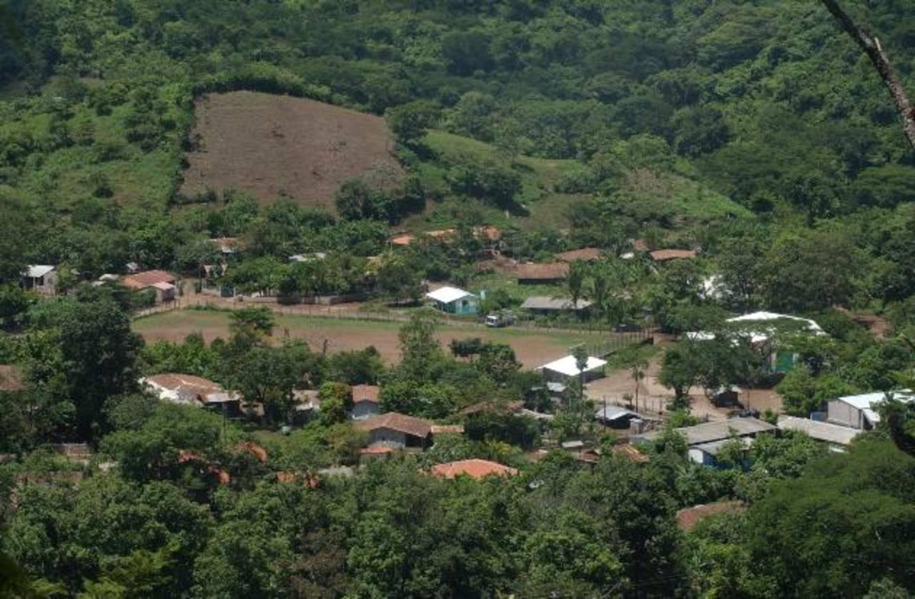 La comunidad Santa Marta descubrió al presunto estafador. foto edh / archivo