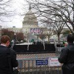 Los jardines del Capitolio ya están restringidos por un contigente de seguridad y bloqueo con defensas. FOTO EDH TOMÁS GUEVARA