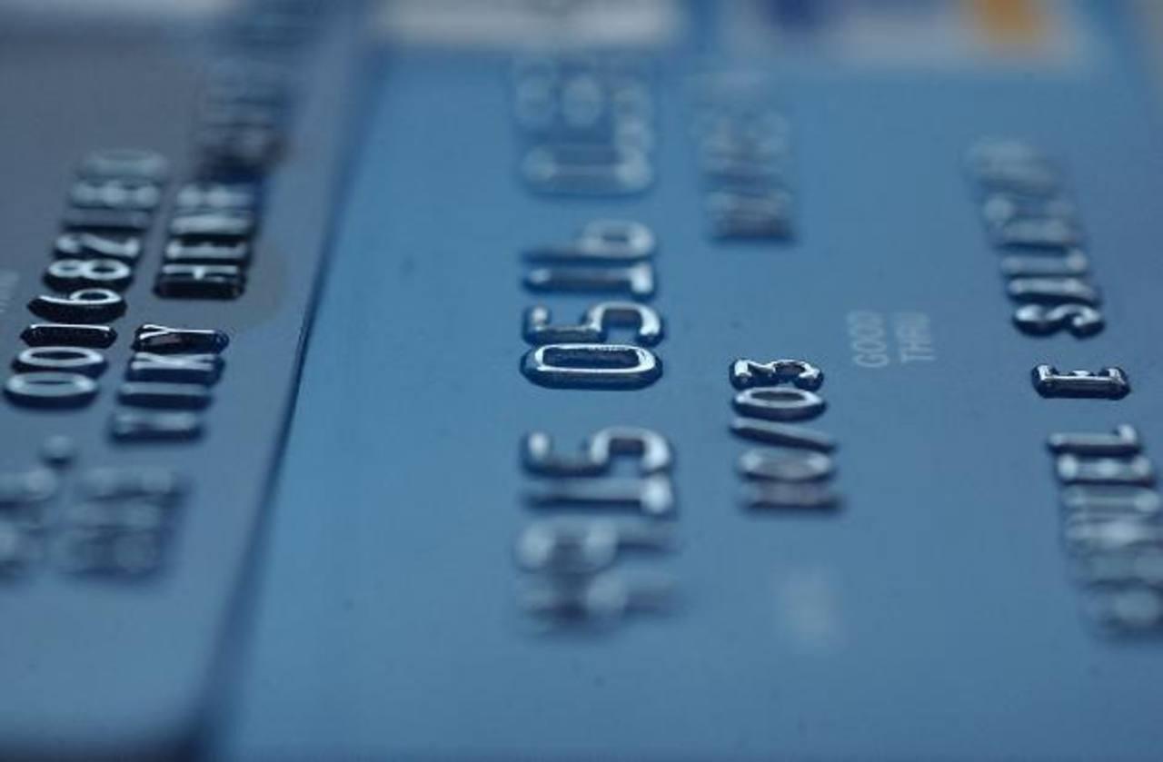 Los diputados acordaron homologar en 1.6 el factor de conversión para fijar el techo de las tasas de interés de tarjetas de crédito y préstamos. FOTO EDH/ARCHIVO