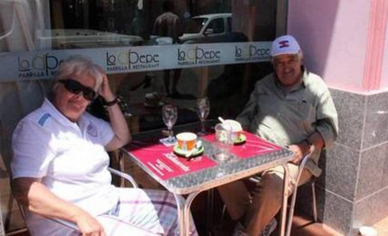 El presidente de Uruguay, José Mujica, y su esposa almorzando en Carmelo. Foto tomada de internet