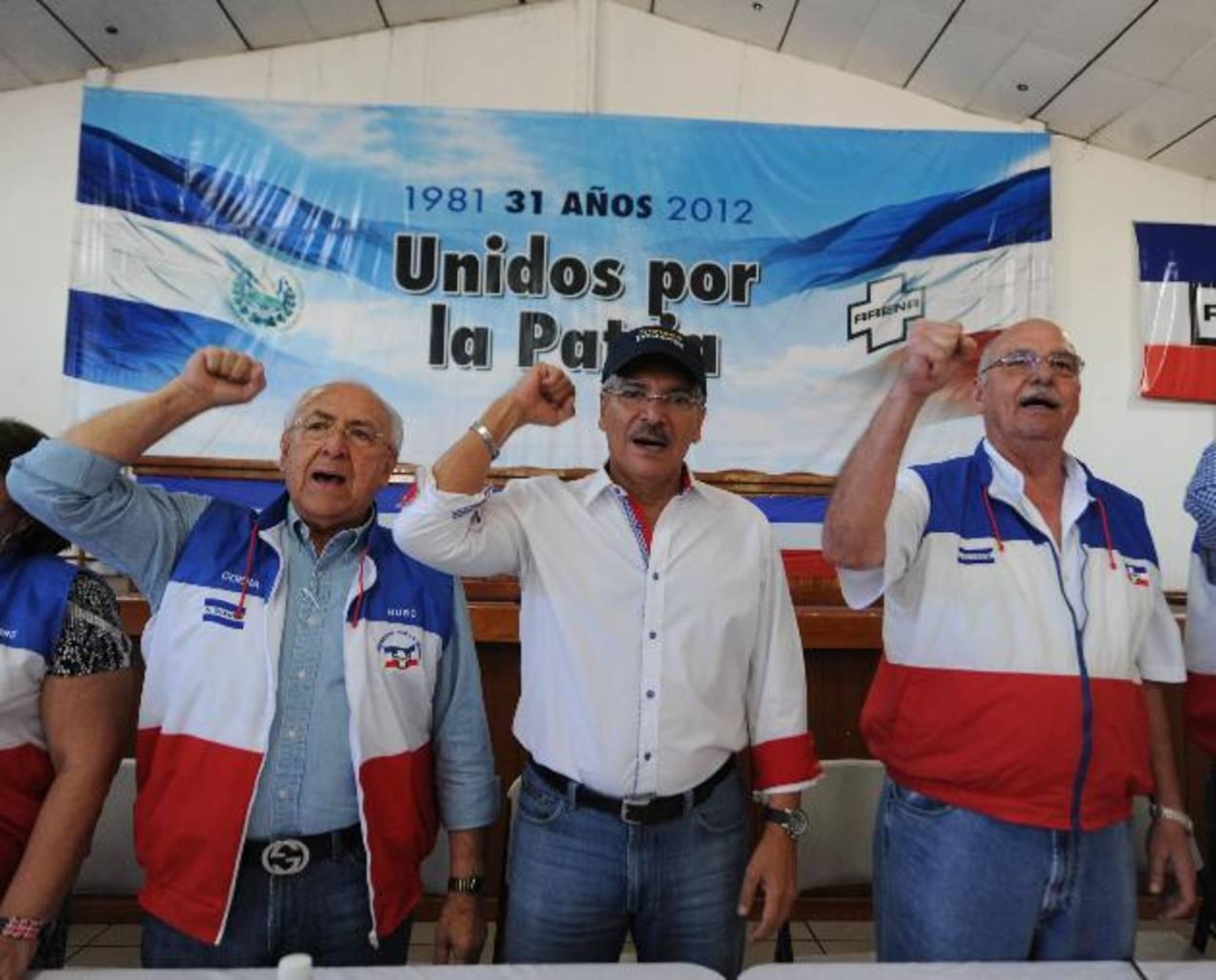 Hugo Barrera, Quijano y Cristiani durante cita. edh/lisete lemus