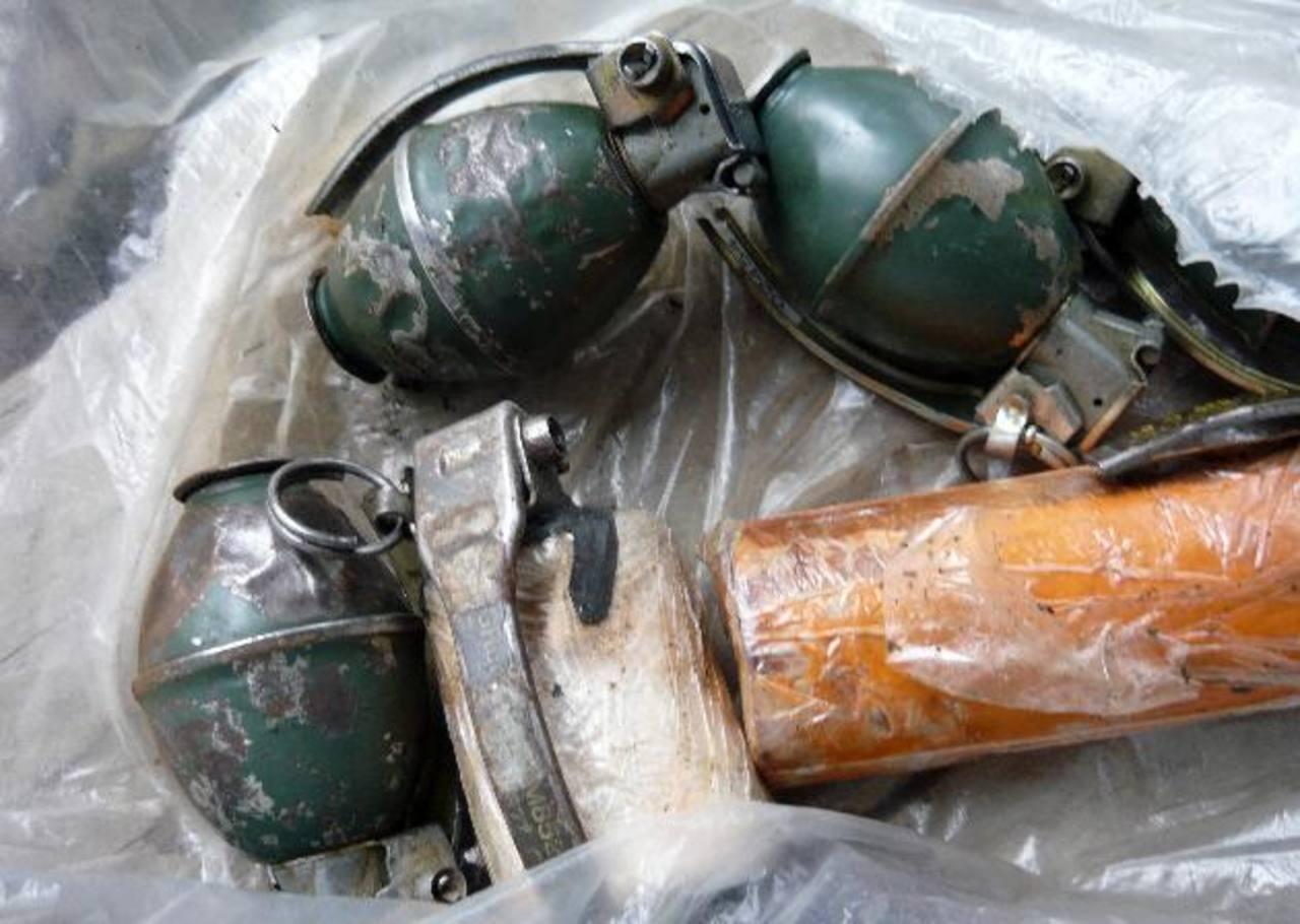 Armas halladas en una fábrica artesanal de las FARC el 20 de enero. foto edh / efe