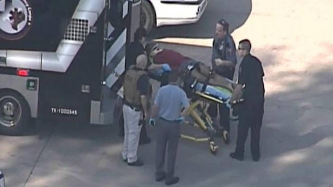 Al menos tres personas fueron heridas en un tiroteo, según la versión de las autoridades del campus. foto edh / reuters