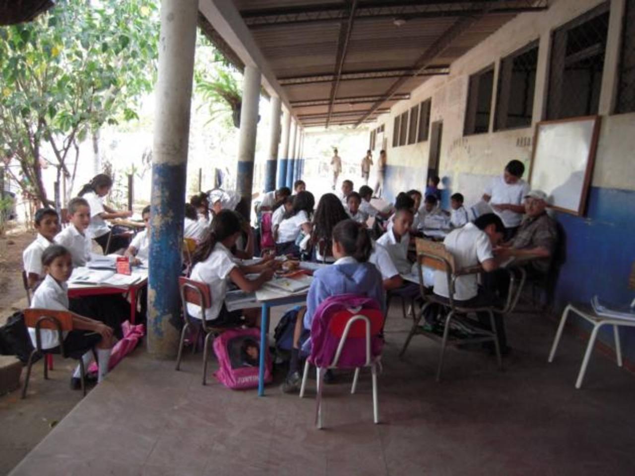 Los proyectos beneficiarán a 3910 alumnos de la zona occidental. FOTO EDH