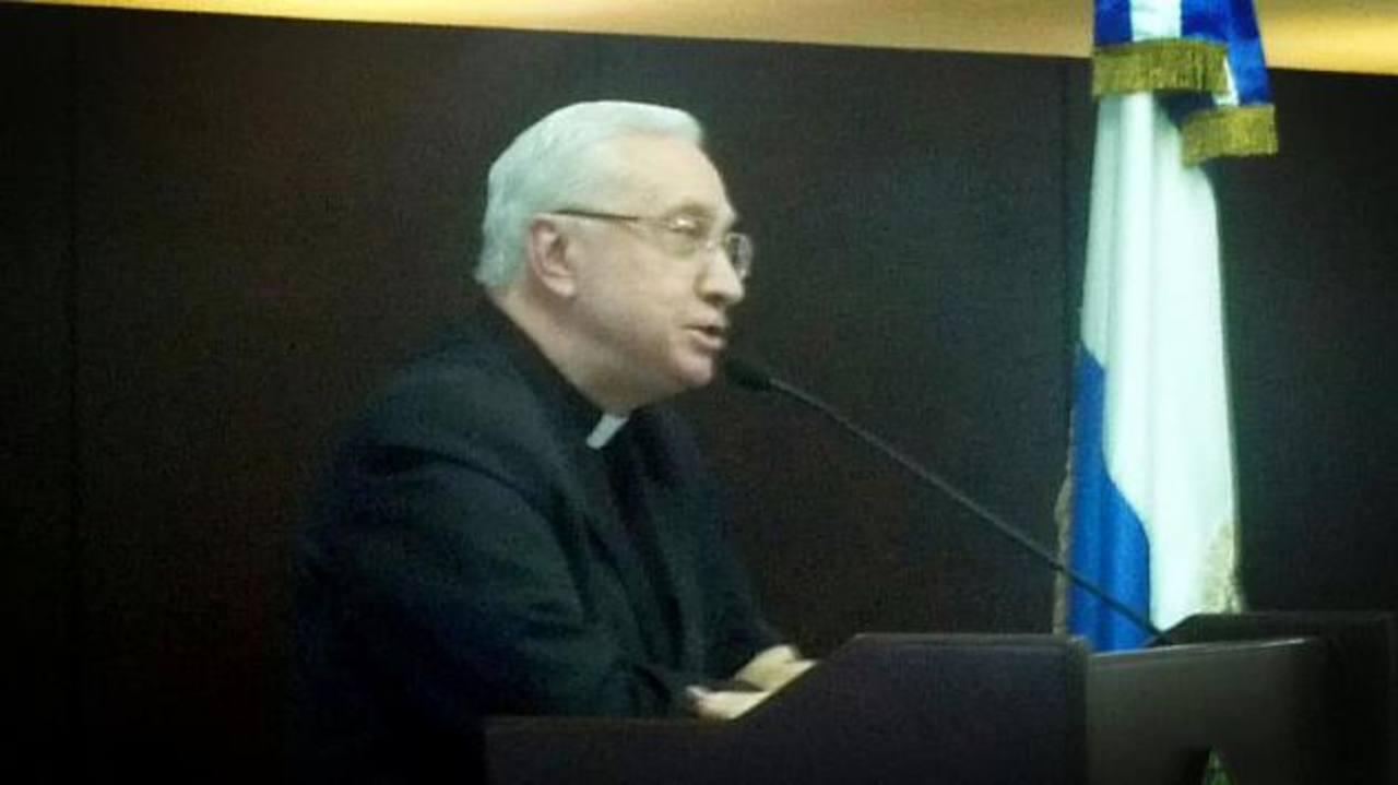 El Nuncio Apostólico Luigi Pezzuto hizo un llamado a contribuir con el proceso de la tregua. Foto EDH / Marlon Hernández