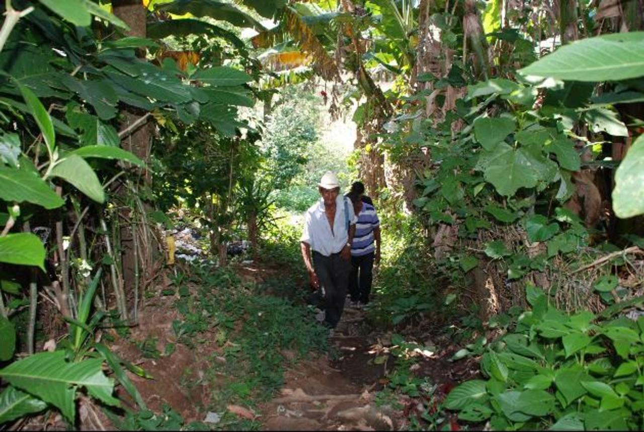 Los afectados se encuentran a la expectativa de lo que pueda pasar. Temen perder las tierras donde han vivido durante años. Foto EDH / Cristian Díaz