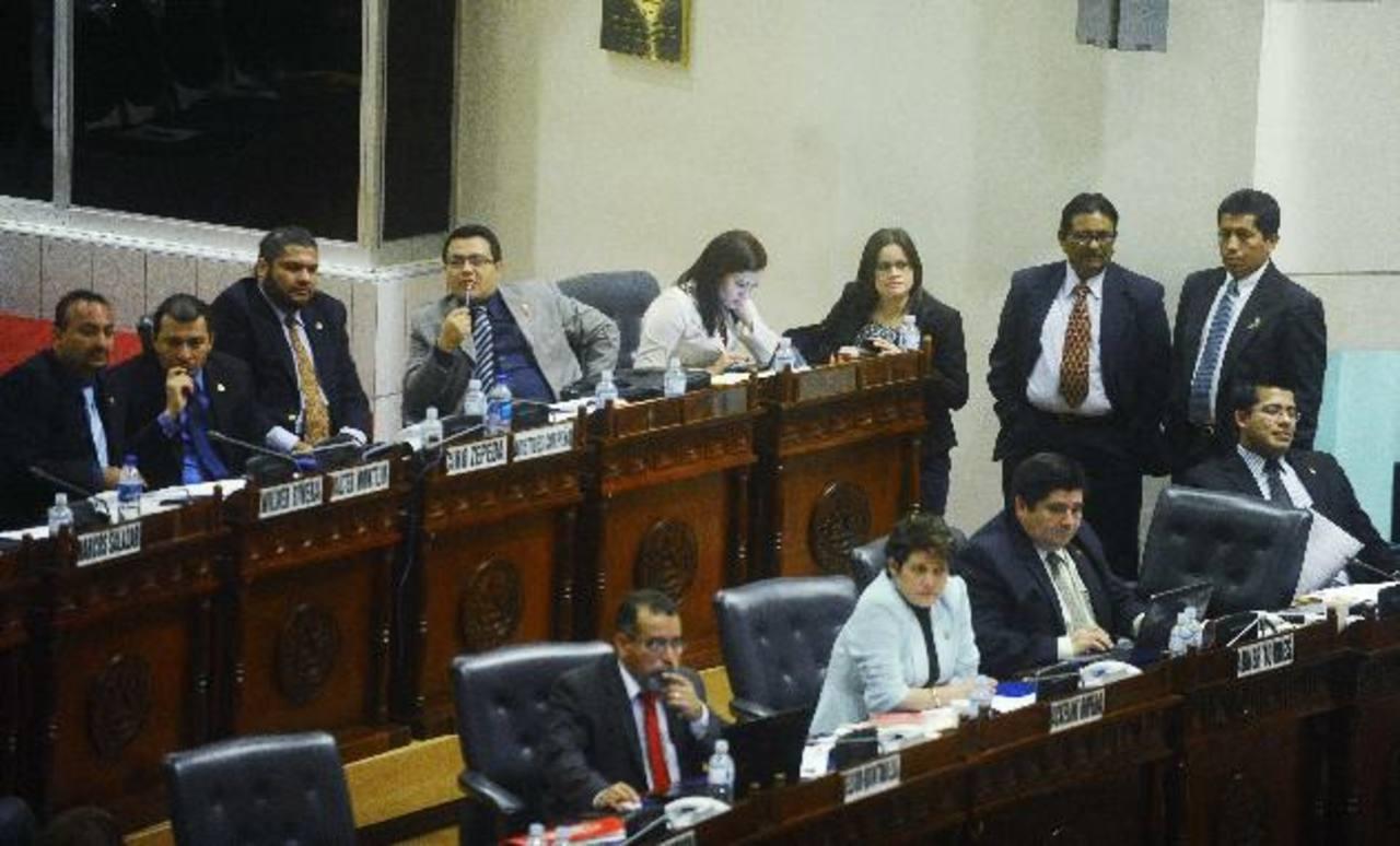 La bancada del FMLN pidió retirar el dictamen porque no contaban con los votos requeridos. Foto EDH / omar carbonero