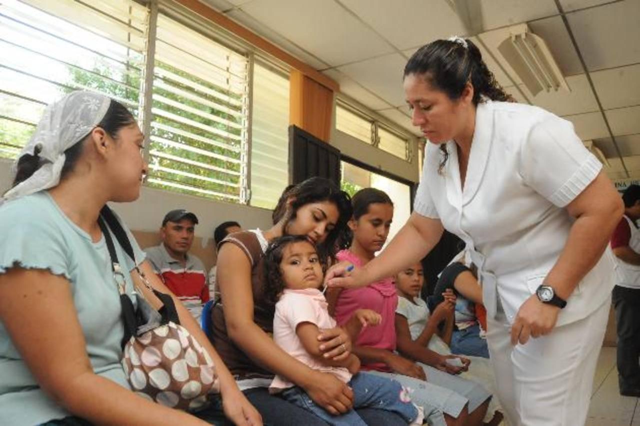 El Colegio Médico dice que Alba Médica tomaría las funciones del Ministerio de Salud, que es la encargada de las políticas en salud. Además, señala que no se garantiza un salario digno para médicos.