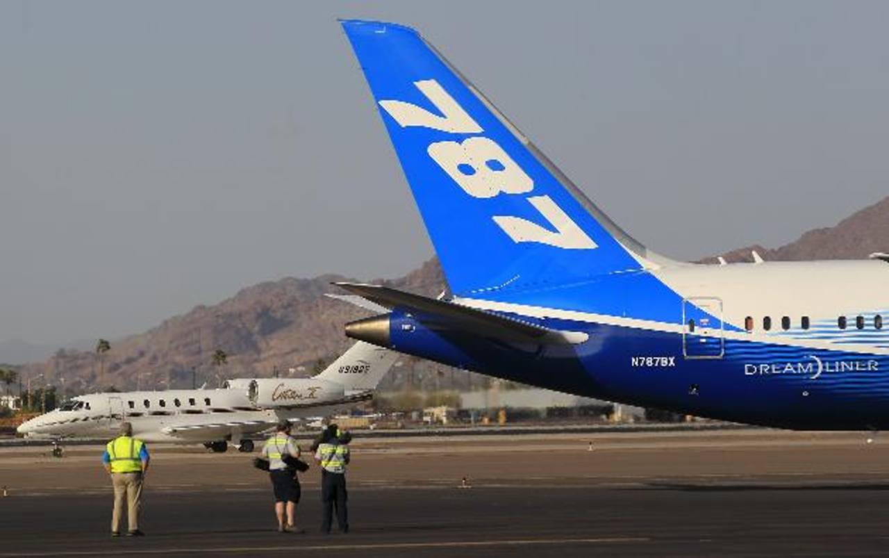 """El Boeing 787 no volaría hasta que los reguladores estén """"1,000 por ciento"""" convencidos de que es seguro, dijo el Ray LaHood, encargado de transporte aéreo de EE.UU. foto edh / archivo"""