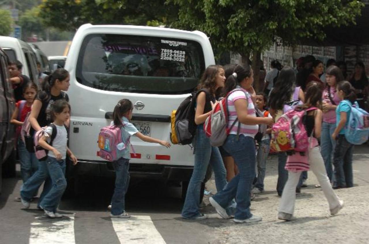 El transporte colectivo podrá ofrecer sus servicios a excursiones. Foto EDH / archivo