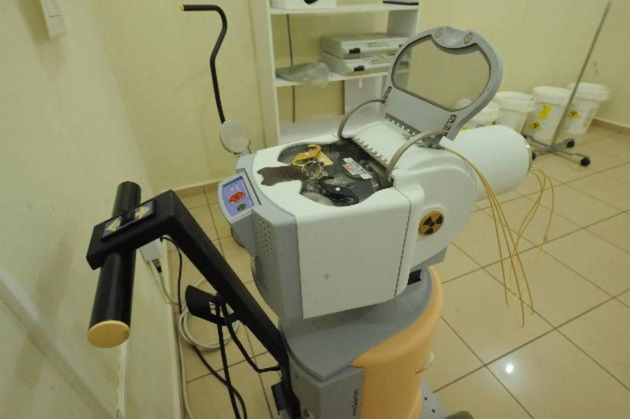 El aparado de braquiterapia sirve para aplicar radiación localizada. La terapia será aplicada en el Instituto del Cáncer a dos pacientes referidas por el Seguro Social cada día. Foto EDH / archivo