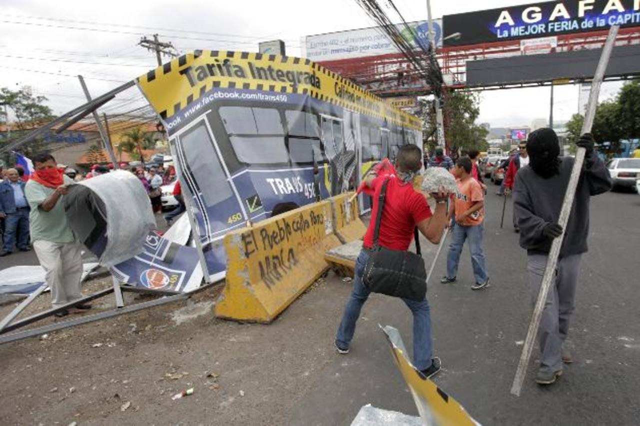 Honduras adeuda salarios a los maestros, soldados y otros funcionarios. foto edh / efe