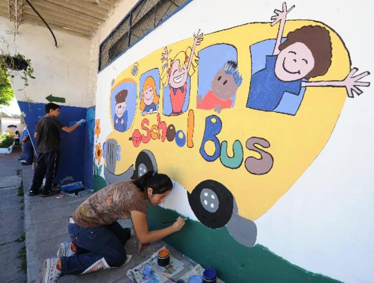 Durante el cierre de campaña se llevó a cabo jornada de limpieza y pintura en el Centro Escolar Quezaltepec, en Santa Tecla.