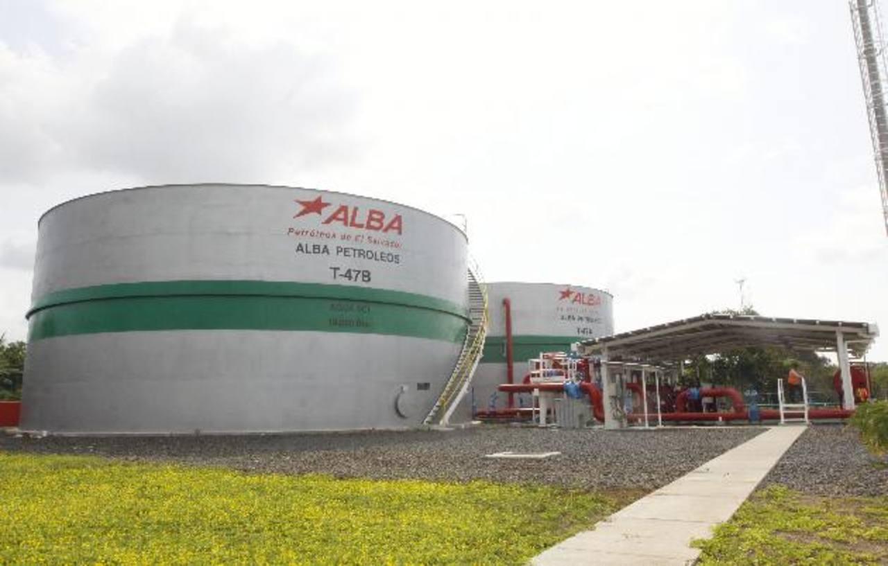 Aspecto de la planta de almacenamiento de Alba Petróleos en Acajutla. Foto EDH /archivo