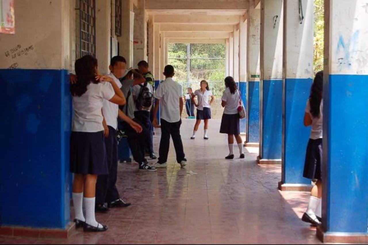 Los niños que son reclutados por las pandillas desertan, en su mayoría, de los centros educativos. Foto EDH / Archivo