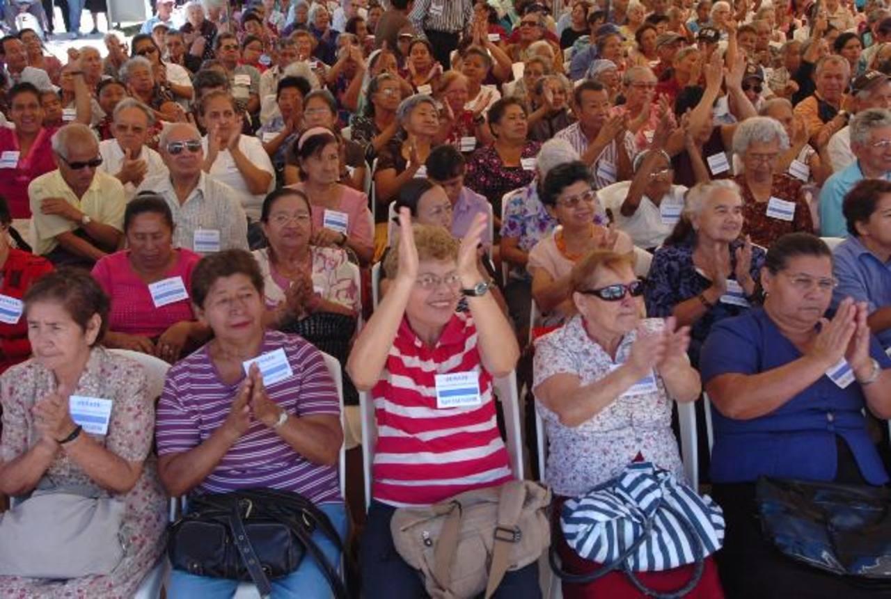 Fusate espera reunir a más de 10 mil adultos mayores en la plaza Salvador del Mundo. Foto EDH / archivo