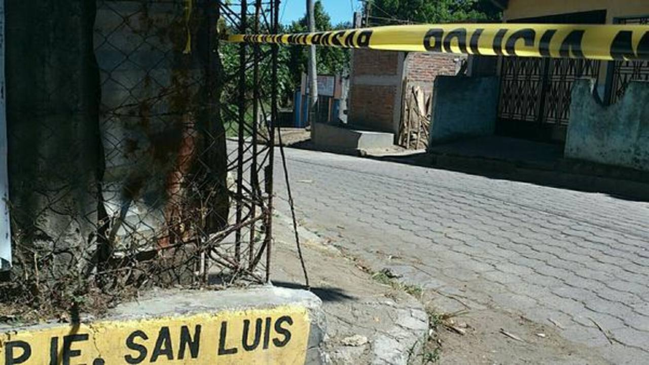 Un muerto y un lesionado dejó el ataque armado contra personal de una carpintería. Foto vía Twitter Claudia Castillo