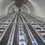 Así luce el interior del nuevo avión de carga. Sus bodegas asemejan el juego de lego en el que anclan las cajas donde van los productos a transportar.