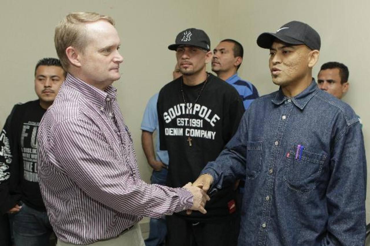 Adam Blackwell, subsecretario de Seguridad de la Organización de Estados Americanos (OEA) visitó ayer el penal de Mariona. Foto EDH / EFE
