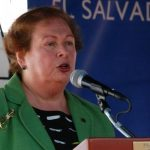 La embajadora Mari Carmen Aponte participó en una actividad de seguridad. Foto EDH / C. Díaz