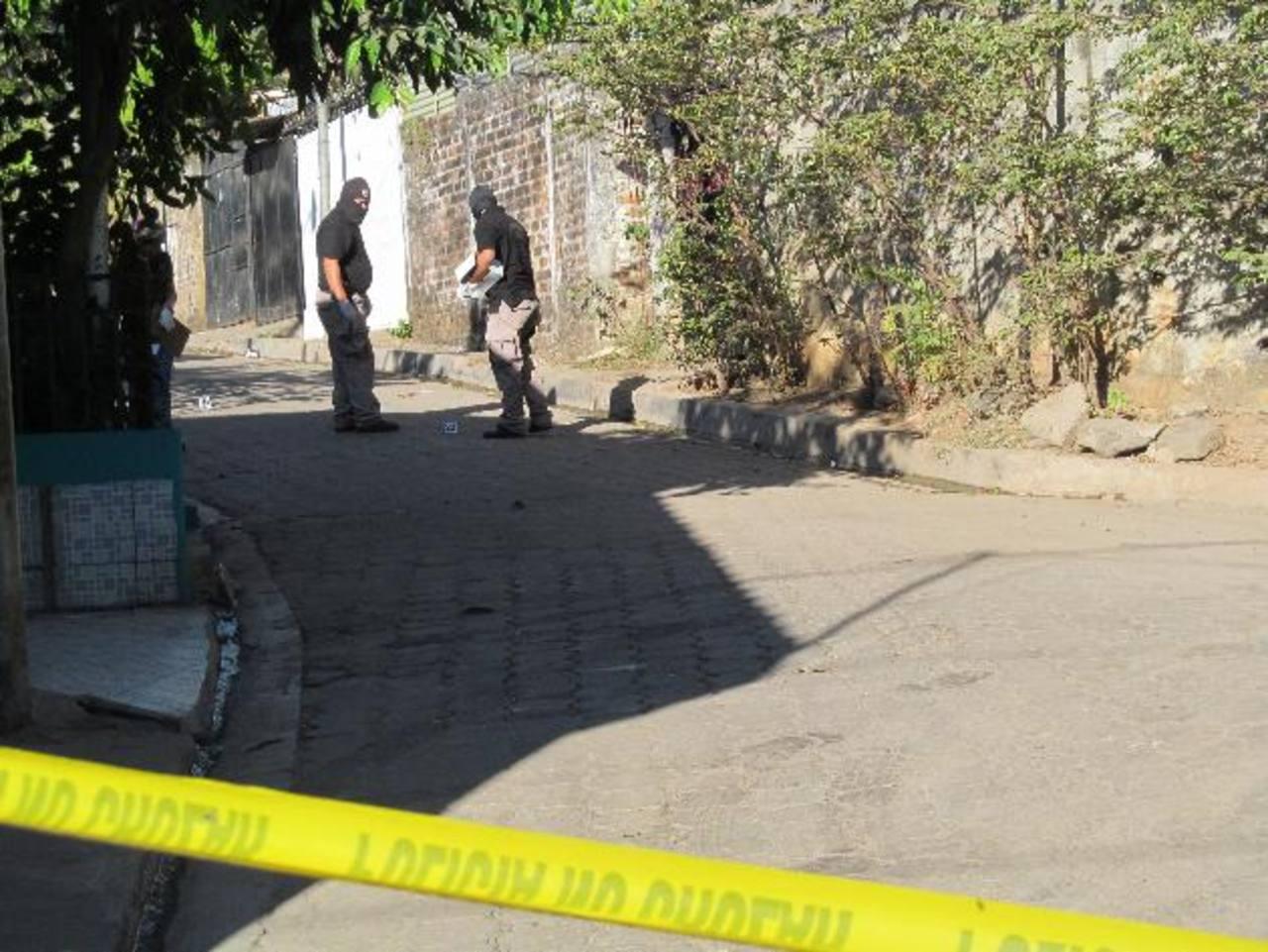 El ataque al policía y a su familia que fue cometido ayer en Guazapa ocurrió en una colonia que está inmediata al caserío Los Mayorga, donde una estructura de pandillas se ha hecho del control de ese sector. Un operativo policial, montado cuatro hora