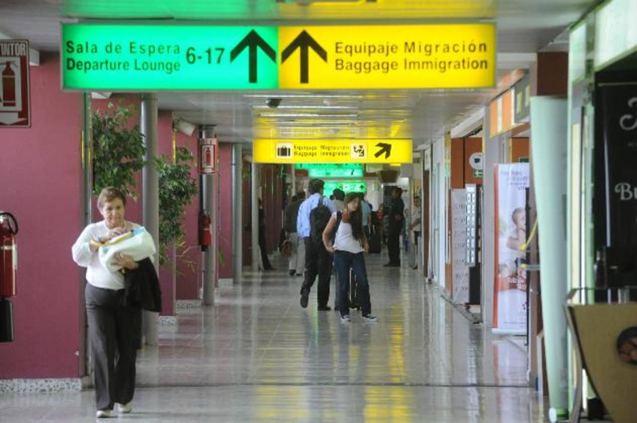 Los pasillos del Aeropuerto Internacional de El Salvador serían renovados, según las proyecciones de CEPA. foto edh / archivo