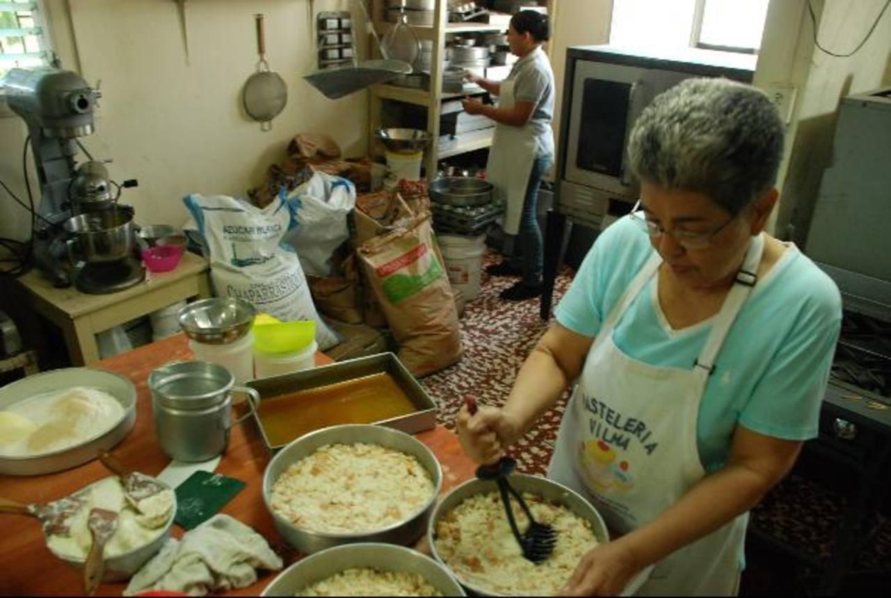 Según panaderos de San Miguel, los costos de producción se han elevado en cien por ciento. Foto EDH/ Lucinda Quintanilla