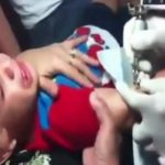 Niño es obligado a tatuarse, vídeo causa repudio