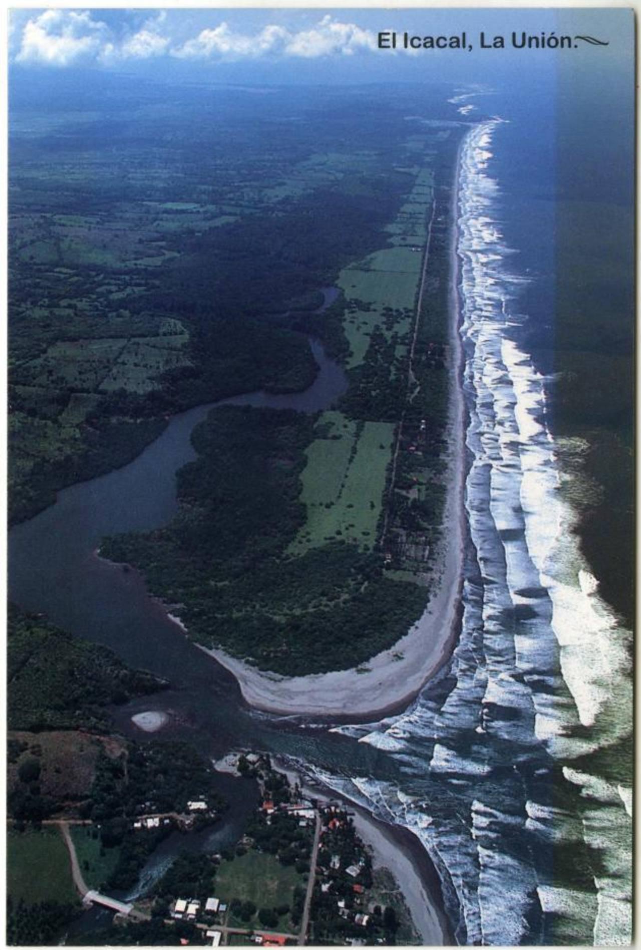 Foto aérea de playa El Icacal, en La Unión, la que según empresarios de turismo podría permitir desarrollos integrales. EDH