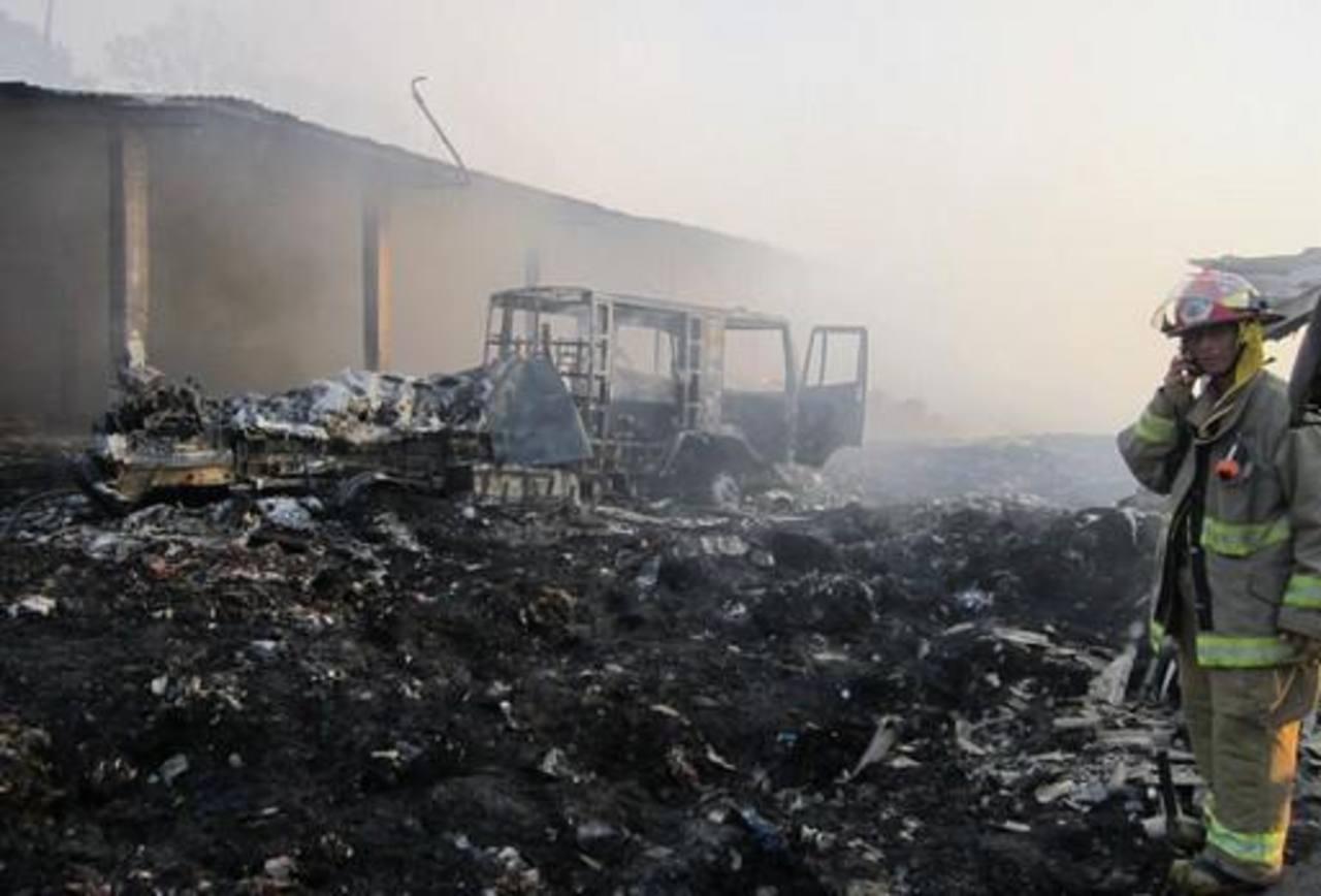 Al fondo de la imagen se aprecia la motobomba quemada