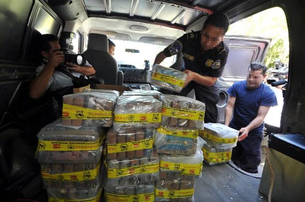 Los últimos decomisos que han realizado las autoridades antinarcóticas no han sobrepasado los 200 kilos de coca. Foto EDH / Archivo
