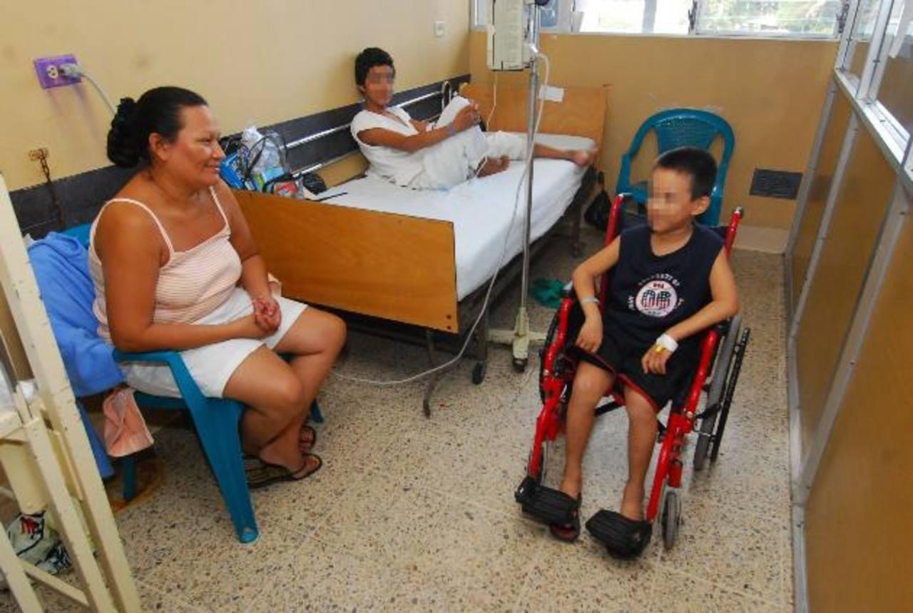 Un niño con hemofilia permanece ingresado en el Servicio de Hematología del Bloom. foto edh / archivo