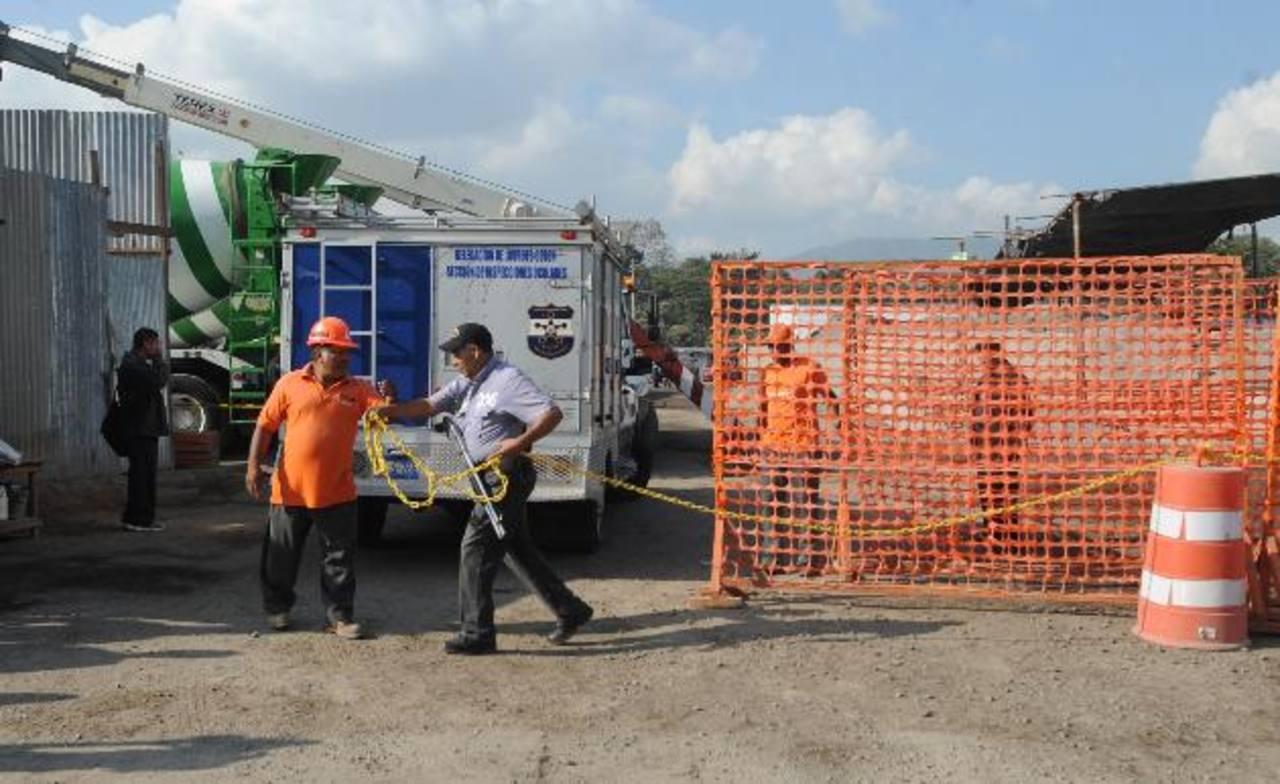 Fovial detalló que el trabajador falleció a eso de las 6:30 de la mañana. Foto EDH / Lissette Lemus