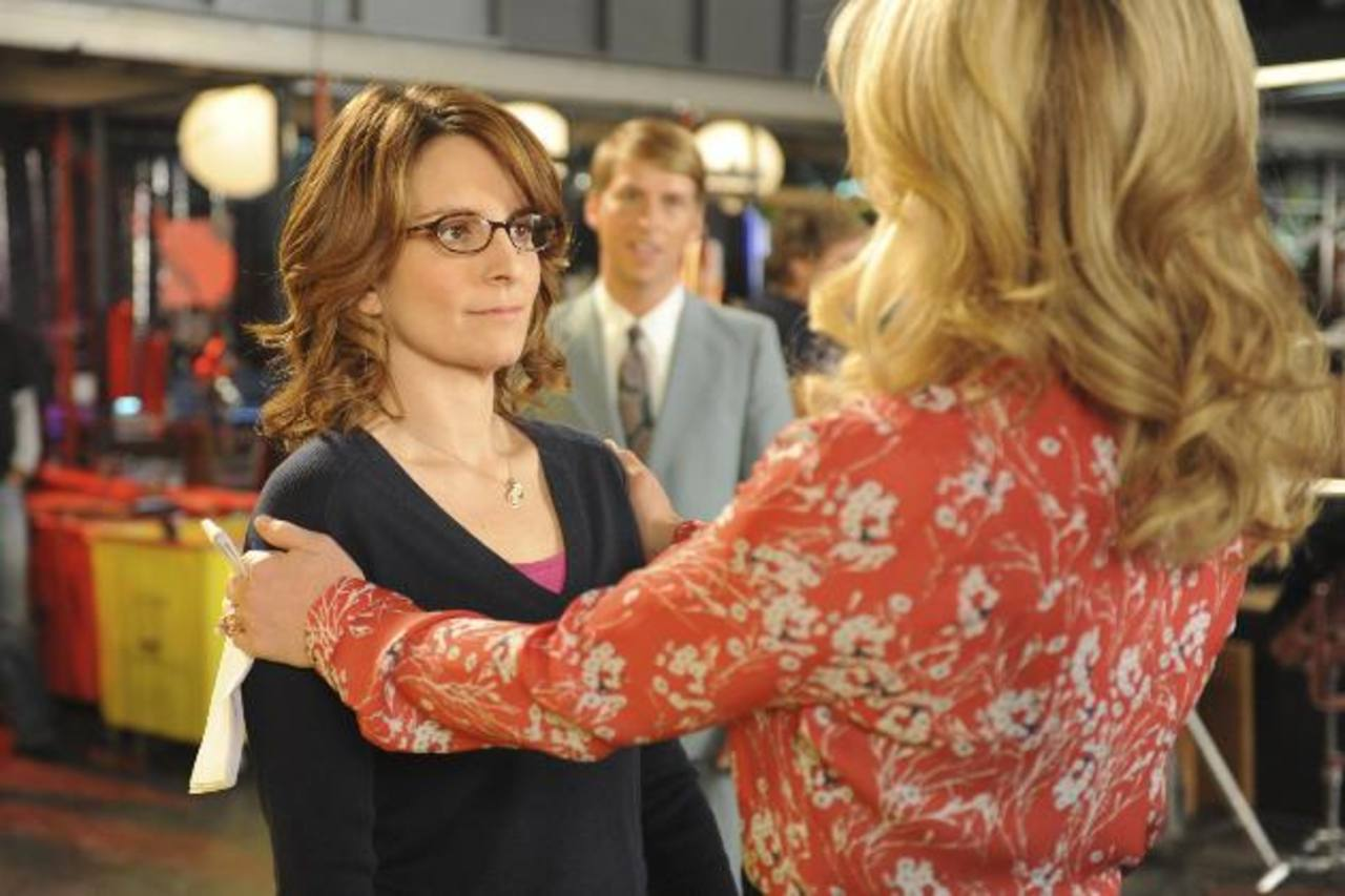 """Tina Fey en el papel de Liz Lemon, izquierda, y Jane Krakowski como Jenna Maroney en una escena del final de la serie """"30 Rock""""."""