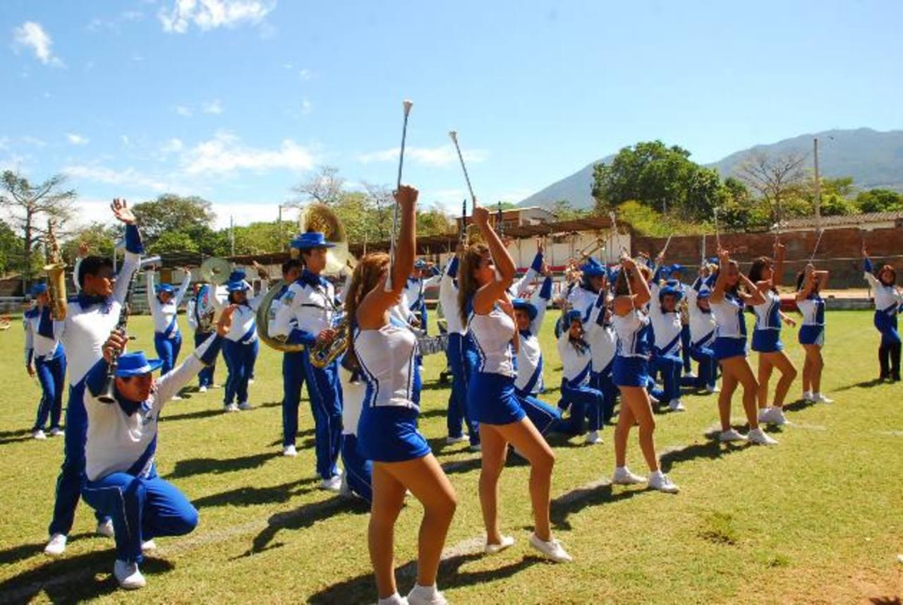 La banda tocó variado repertorio y los asistentes disfrutaron al máximo. Foto EDH /Insy Mendoza