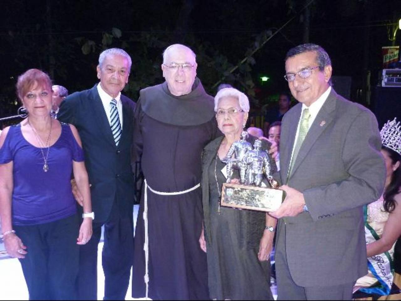 El edil Roberto Aquino fue galardonado. Foto EDH / Cortesía