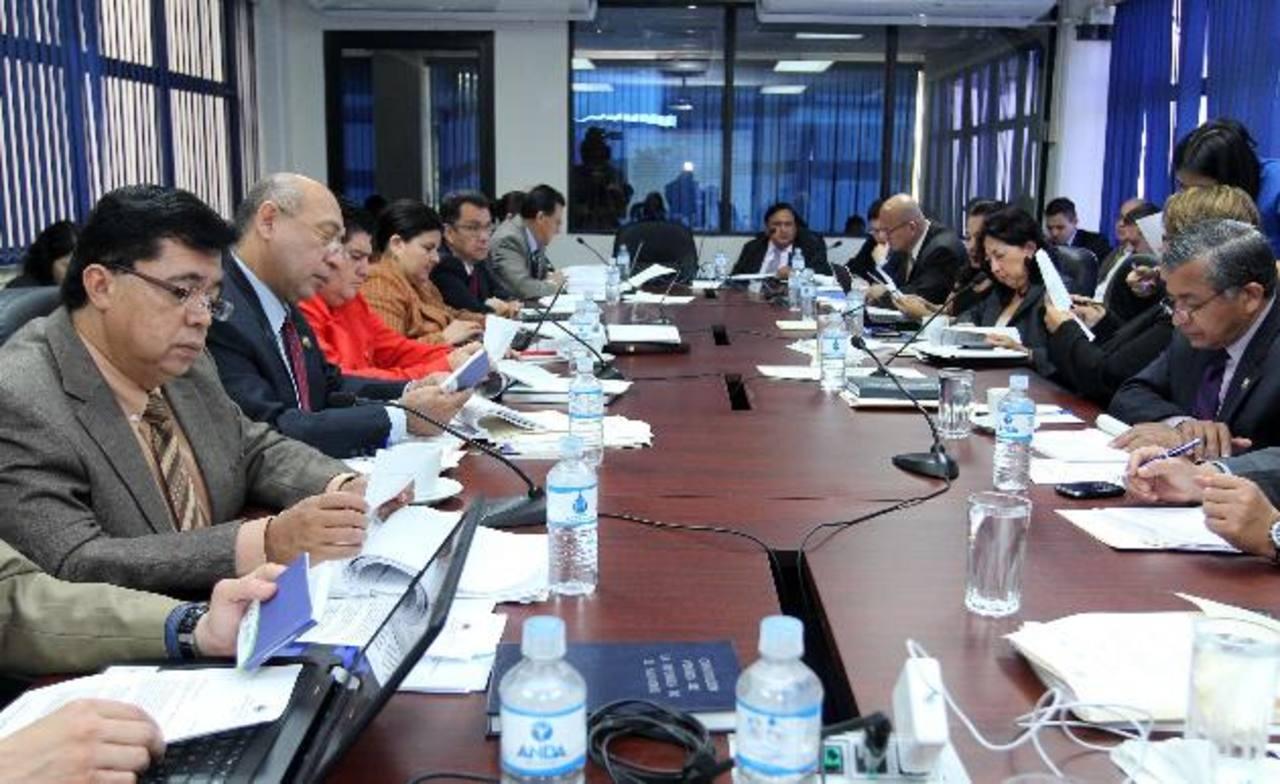 Los diputados de Comisión de Economía analizaron modificaciones. foto edh / cortesia asamblea