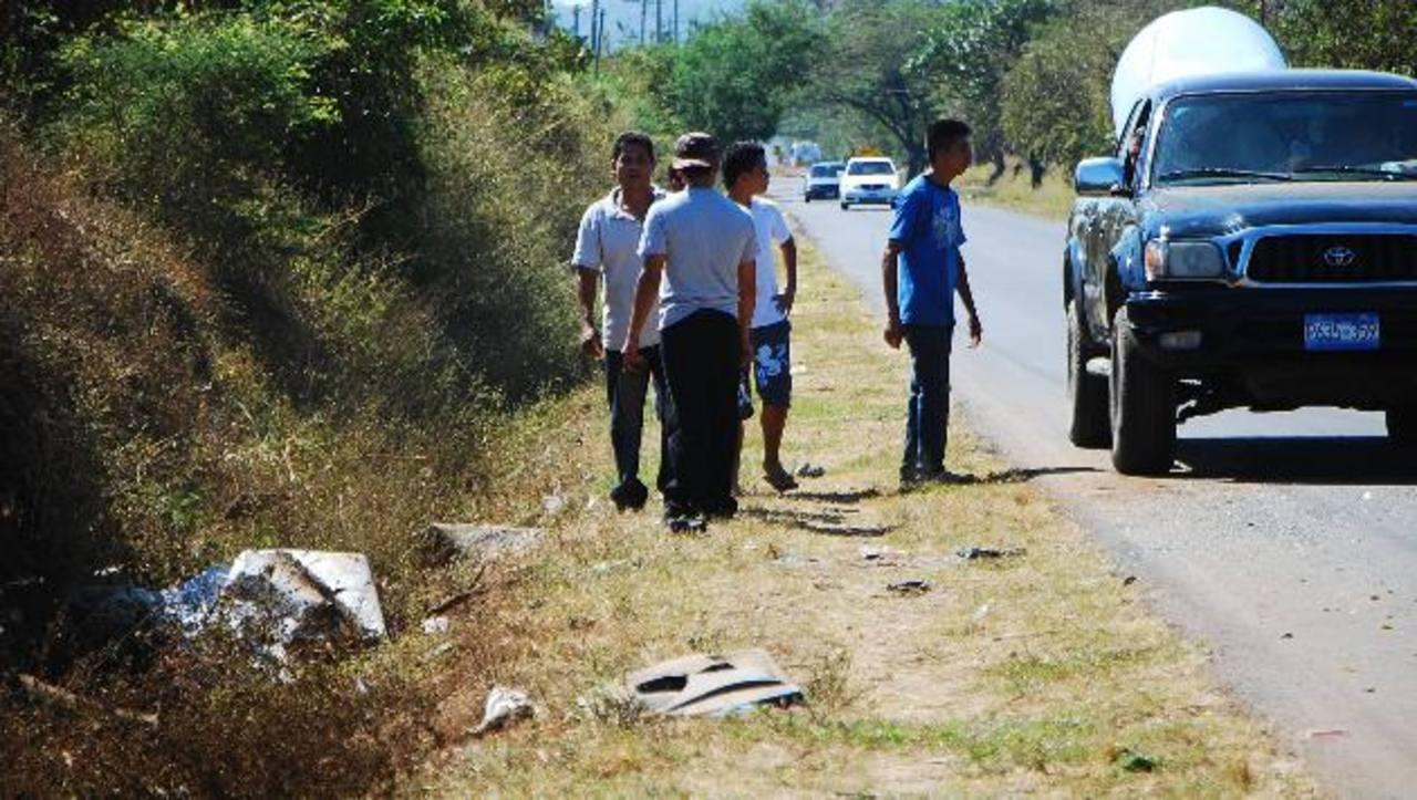 Vecinos de la zona aseguran que los conductores exceden la velocidad en ese tramo de la carretera. Foto EDH / Francisco Torres