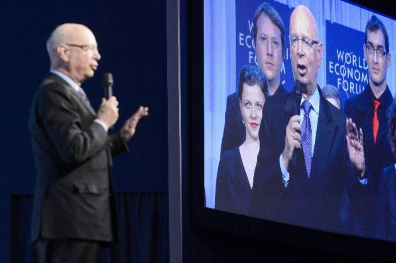 El fundador del Foro Económico Mundial, el suizo Klaus Schwab, se dirige a los asistentes. Foto EDH/ efe
