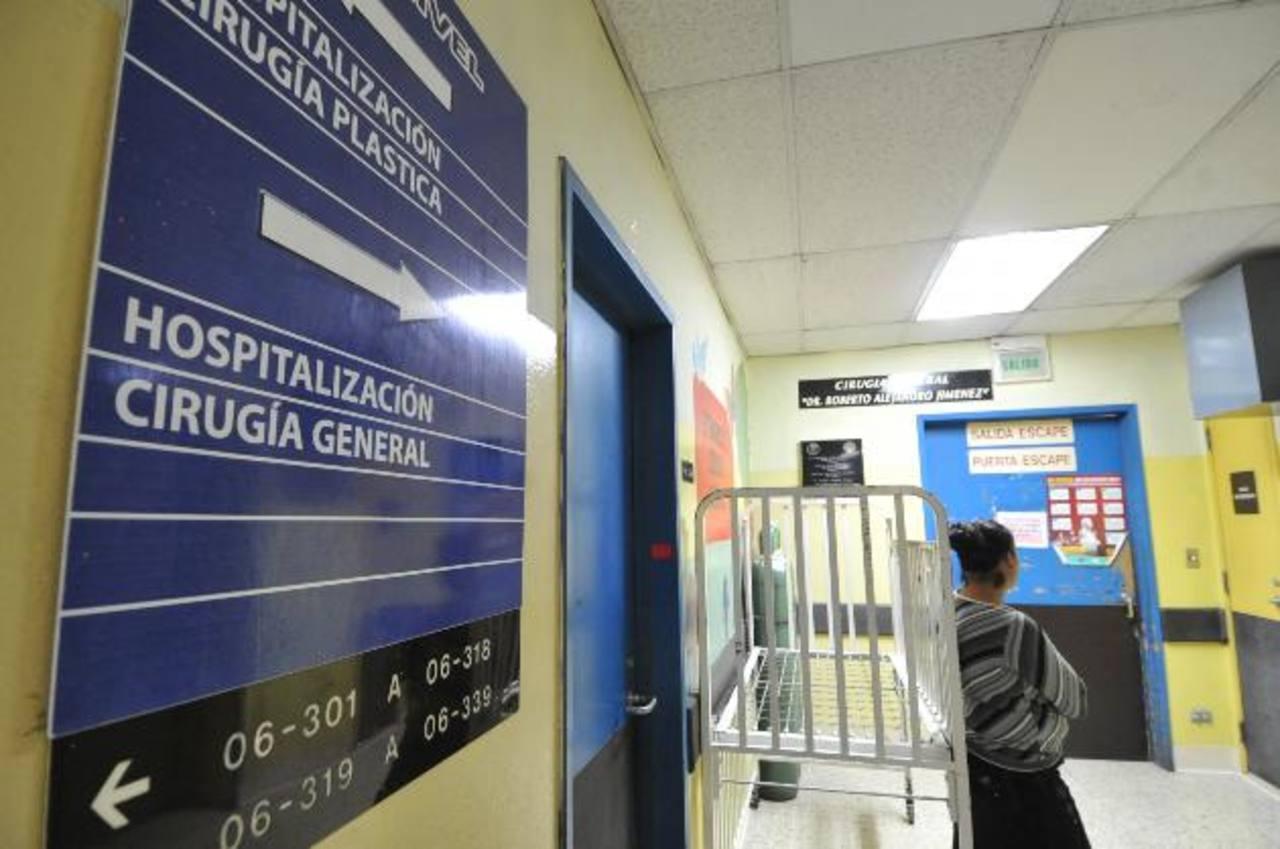 Un joven de 13 años, intoxicado con organofosforado, sigue ingresado en el Hospital de Niños Benjamín Bloom. Foto EDH / Óscar Mira
